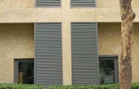 浅析空调百叶窗在城市中已经成为一道亮丽的风景线